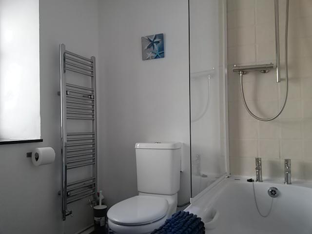 Family Bathroom - First Floor